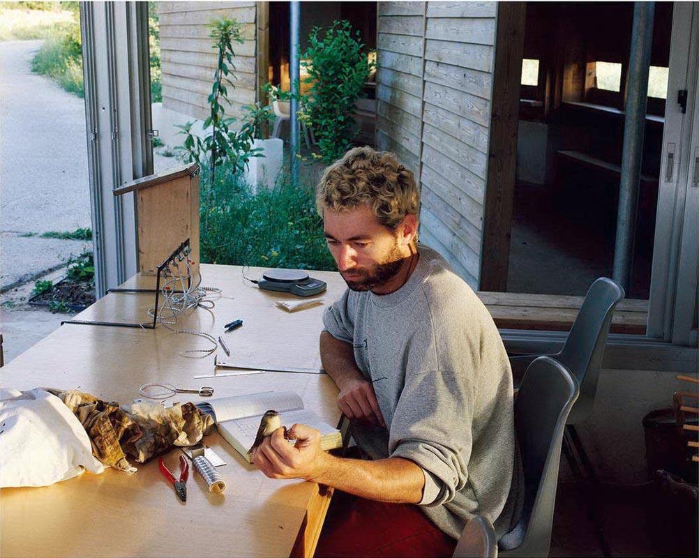 116 Bird-watcher_2003_color print_86x106 cm