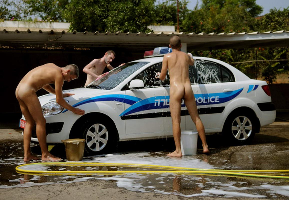 128Untitled (three naked men washing a police car)_2008_video_09,50 min