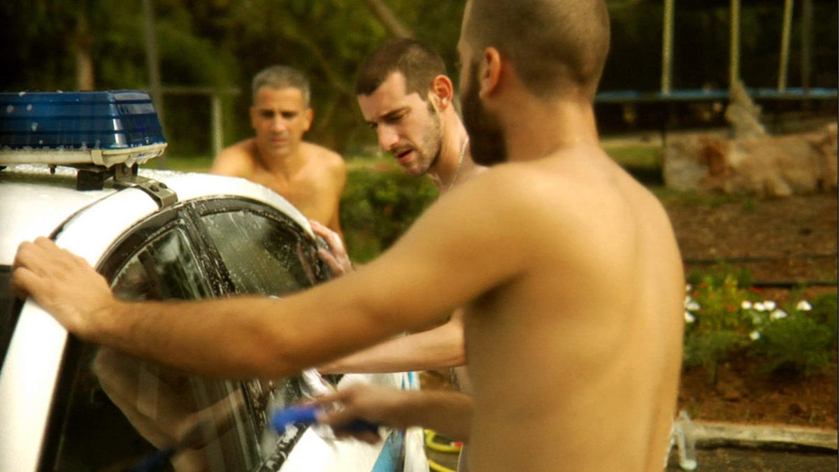 129Untitled (three naked men washing a police car)_2008 _video_09,50 min