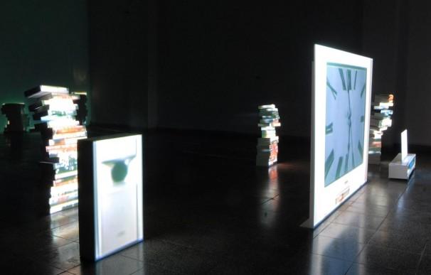 102Modern Times (still_0102_Video projection on cardboard objects