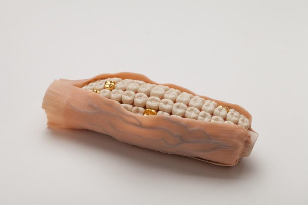 024Corn_2017_Polymer clay and porcelain_10x22 cm